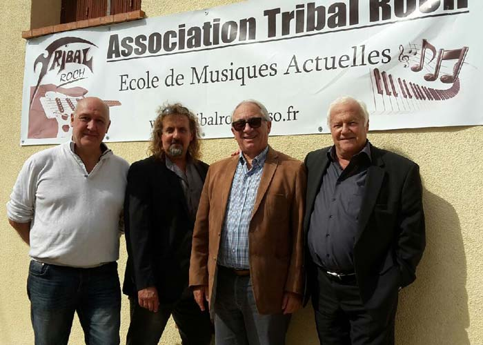 staff-tribal-inauguration-ecole1